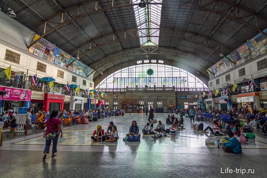 Железнодорожный вокзал Бангкока Hua Lamphong
