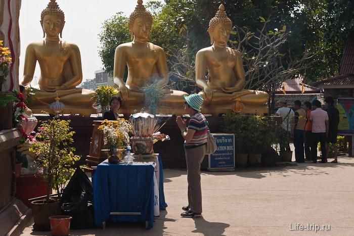 Куча Будд рядом с вьюпоинтом
