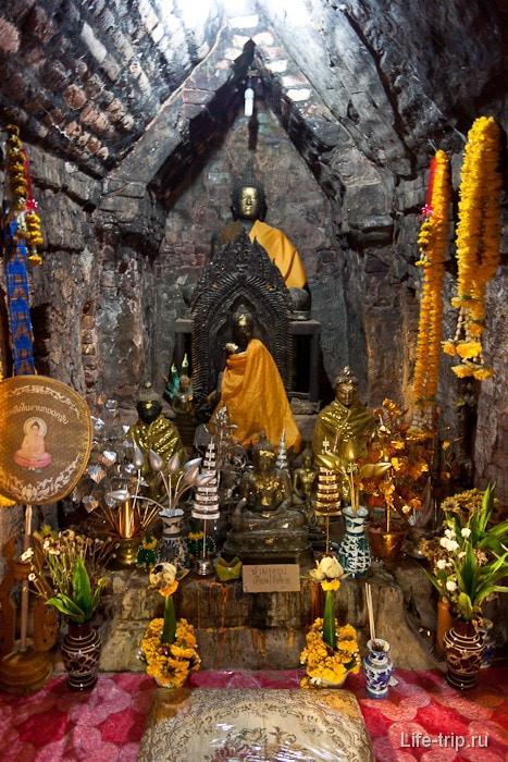Буддийски храм - в эту каморку доступ женщинам запрещен