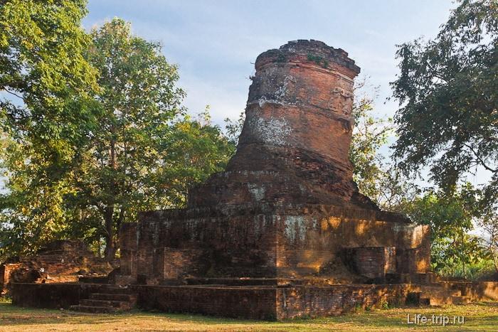 Древний Ват по дороге к Chaing Saen Lake