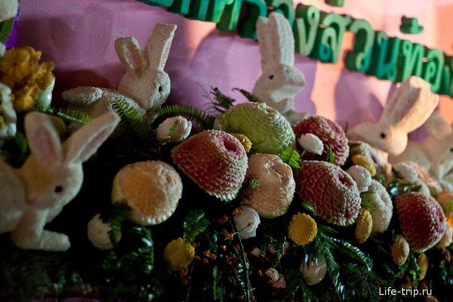 Фигуры из арбузов и дынь, фестиваль цветов Чиангмай