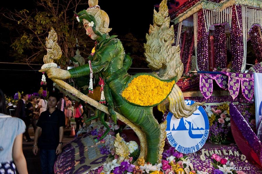 Цветочная фигура на фестивале цветов Чиангмай