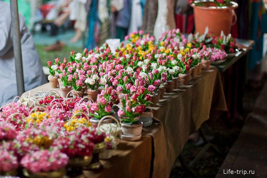Продажа цветов на фестивале