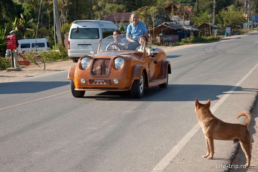 По дорогам ездят деревянные машины