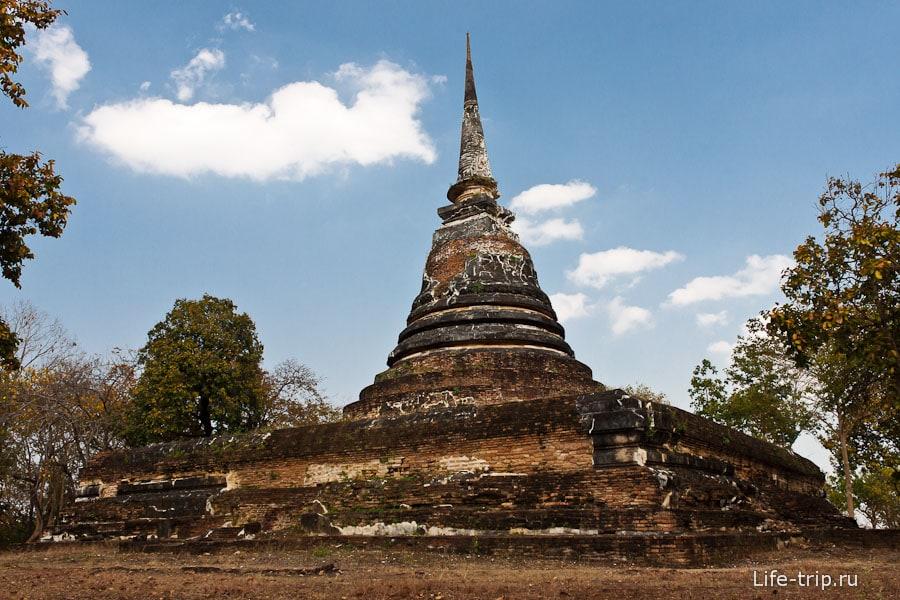 Wat Chedi Ngam рядом с Wat Saphan Hin