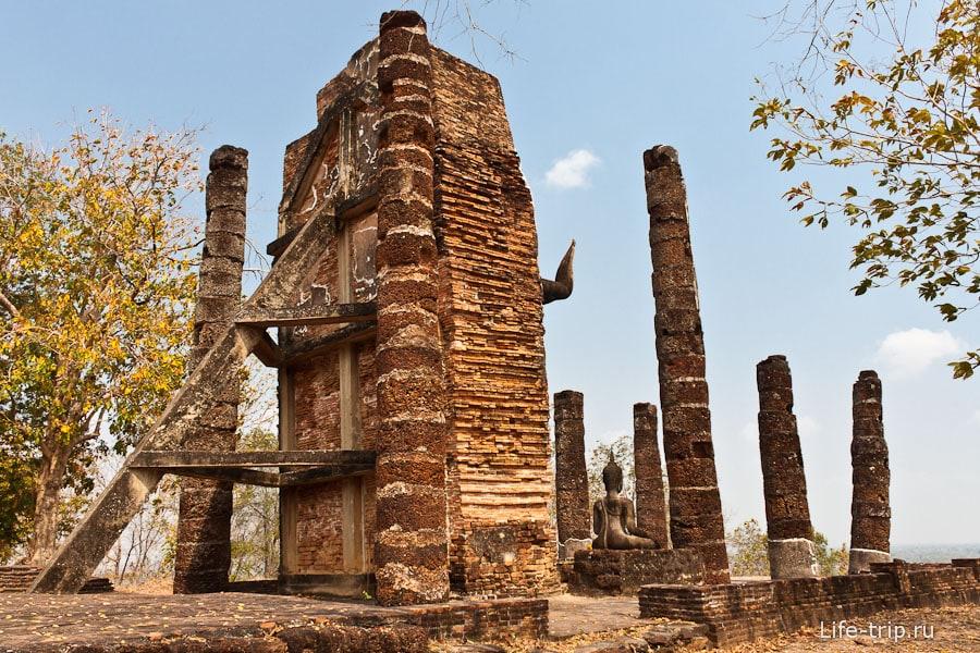 Wat Saphan Hin - подпорки чтоб Будда не упал