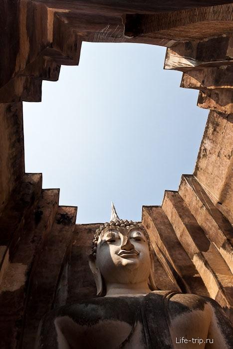 Wat Si Chum - большой сидячий Будда