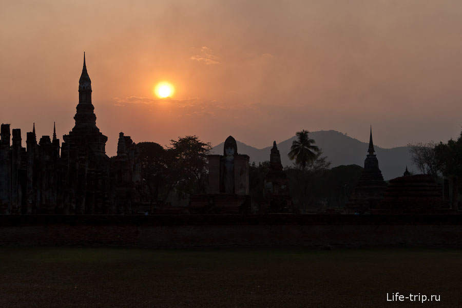 Wat Mahathat на закате