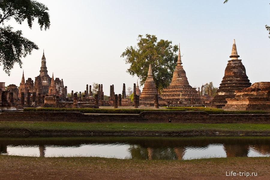 Wat Mahathat - самый крупный храм в Сукхотай