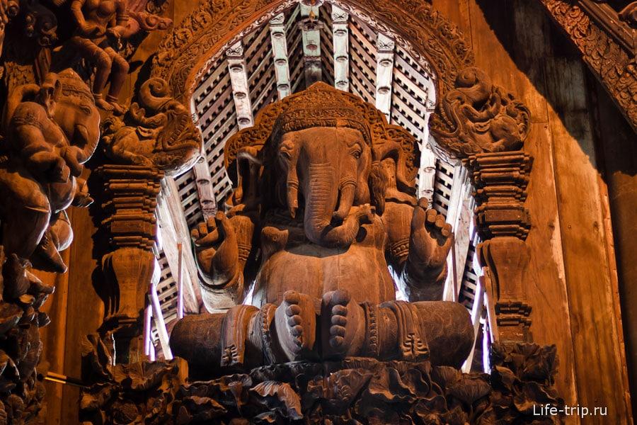 Слон в оконном проеме