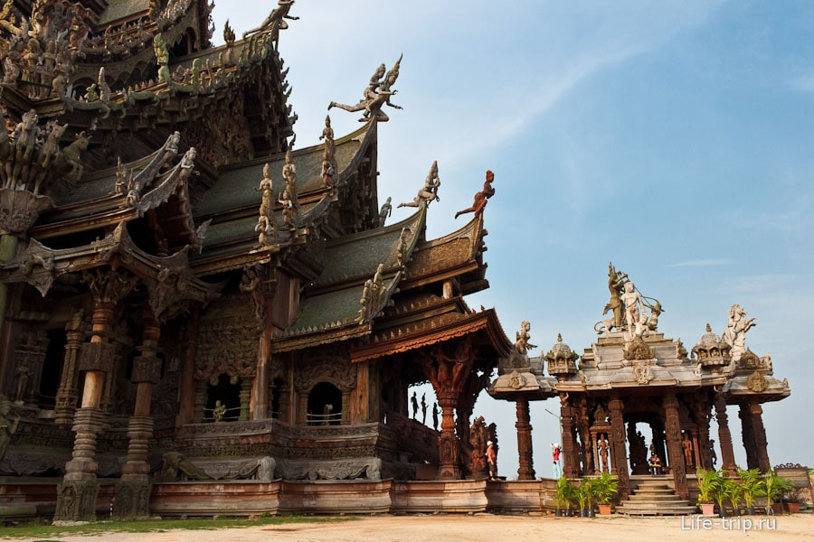 Храм Истины - деревянная правда в Паттайе