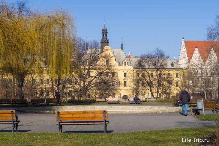 Карлова площадь, вид в сторону Новоместской ратуши