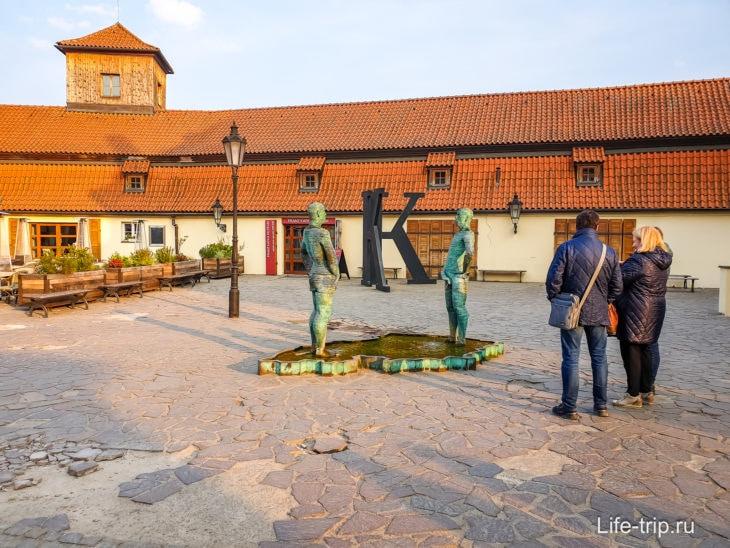 Перед входом в музей Кафки
