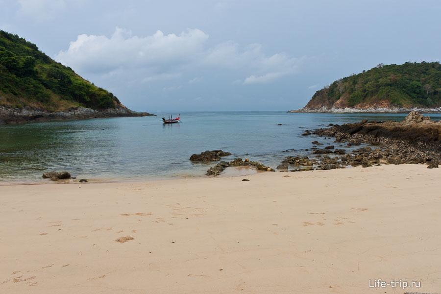 Какой-то пляж рядом с Nai Harn