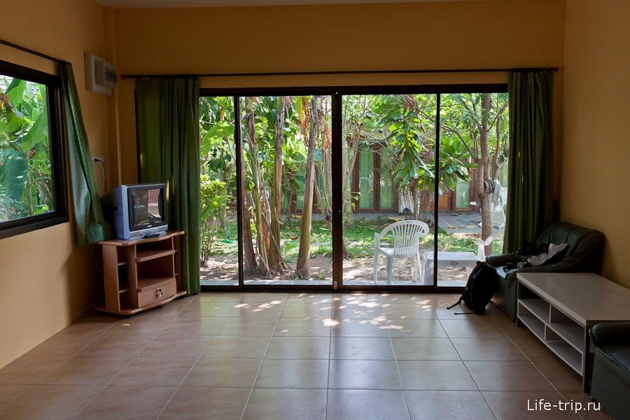 Наш дом на Пхукете - вид из стеклянных дверей