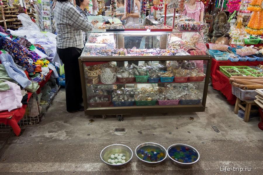 Продают шарики, которые в воде меняют цвет
