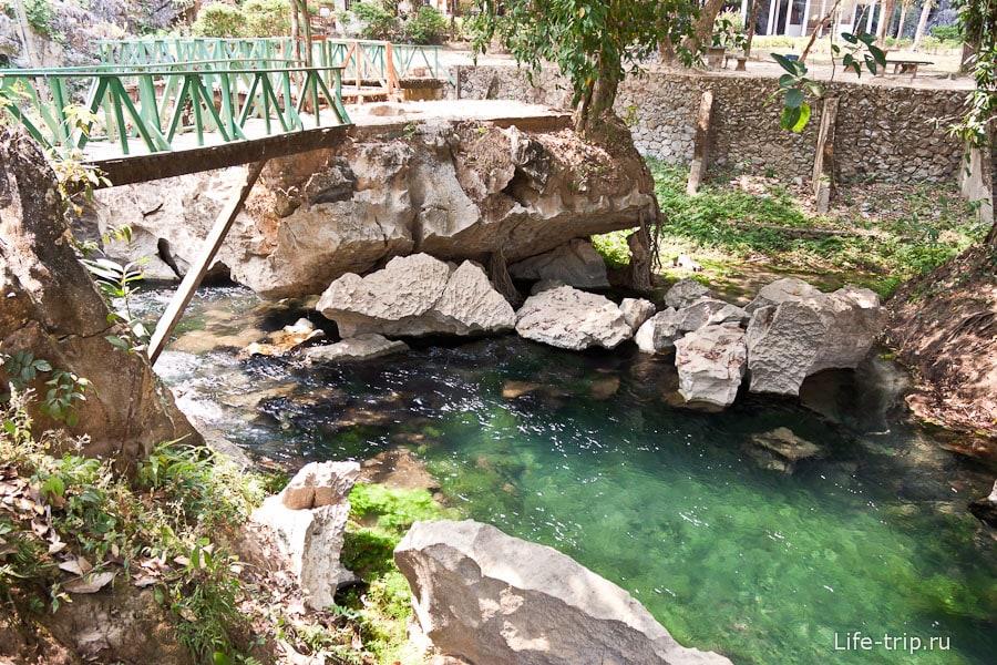 Речка вытекающая из лагуны