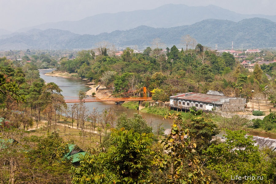 Вид из беседки в пещере Tham Chang Cave