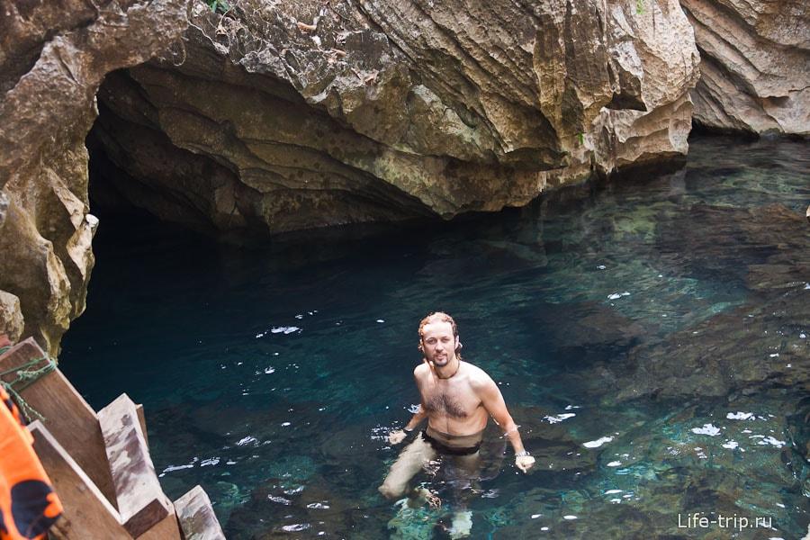 Лагуна около Tham Chang Cave