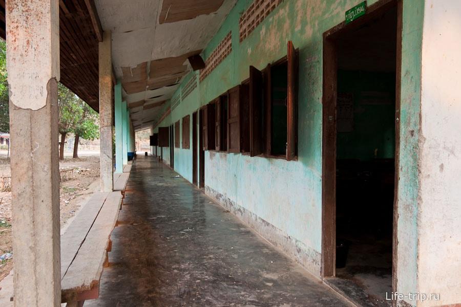 Здание школы во Ванг Вьенг