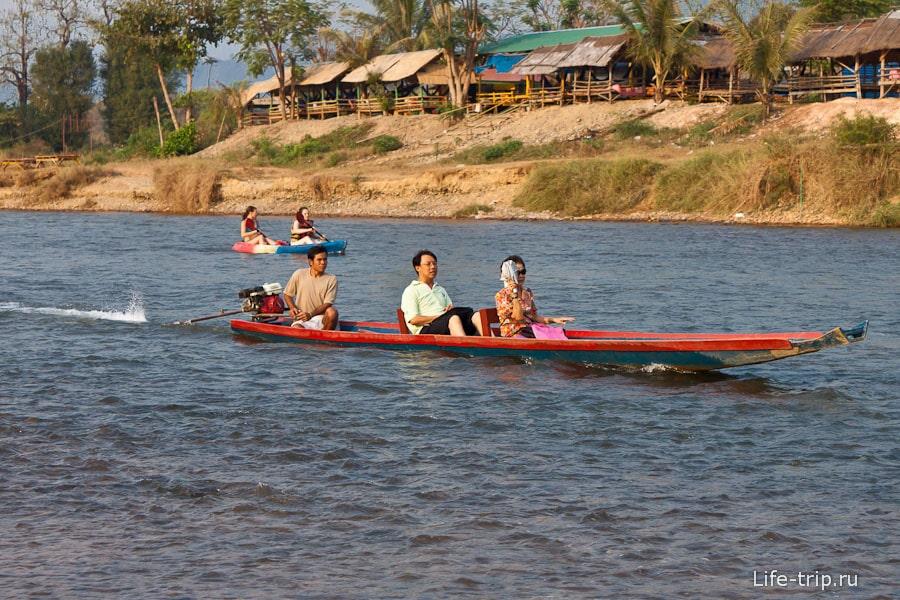 Прогулочные лодки на Nam Song River