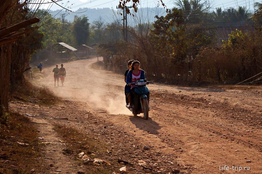 Очень пыльные дороги в округе
