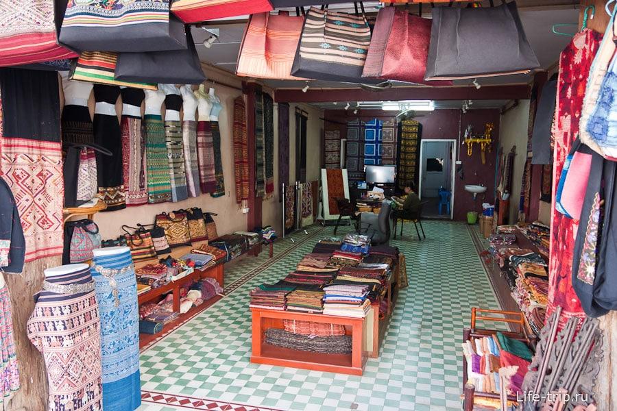 Магазин национальной одежды во Вьентьяне