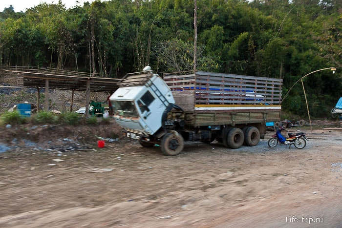 В Лаосе много камазов