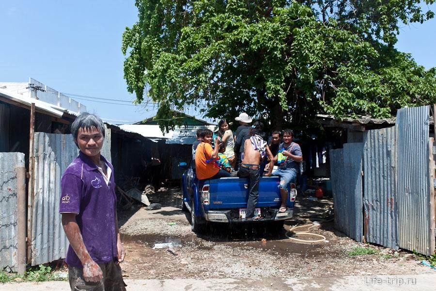 Соседи собираются на бой под названием Сонгкран