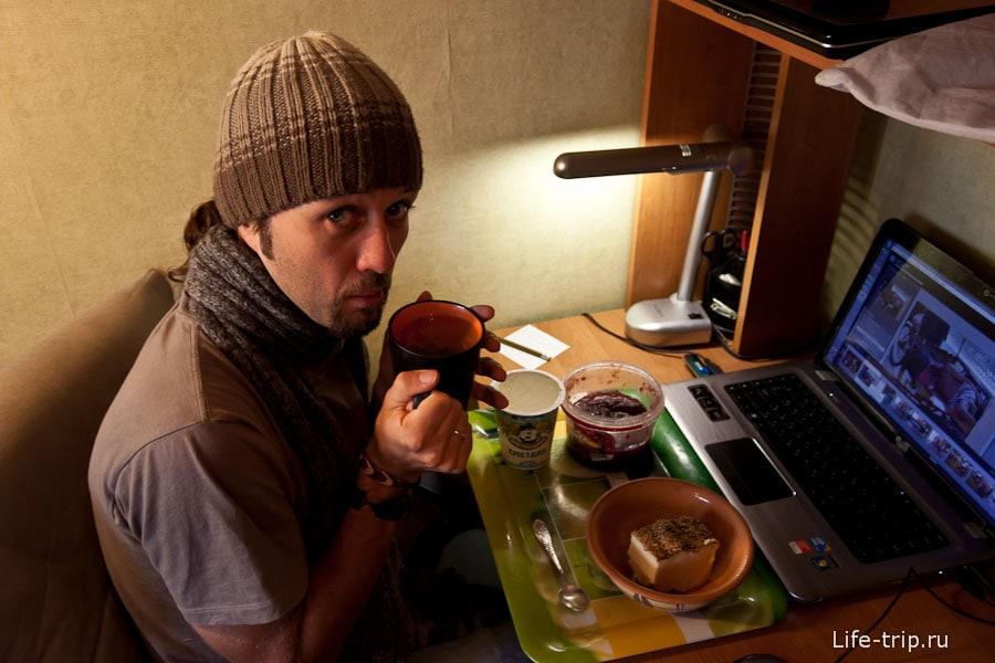 А в Москве я ем запеканку и мерзну