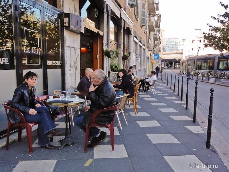 Французы - любители посидеть в кафе
