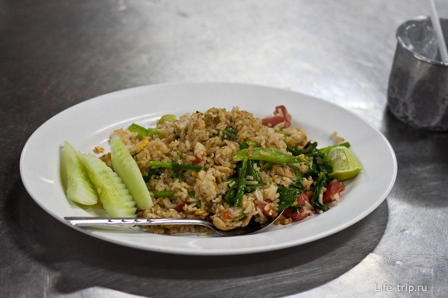 Тайский жаренный рис с овощами