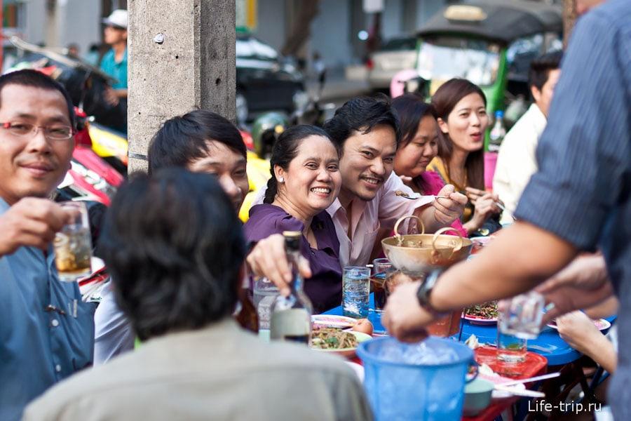 Улыбка для тайцев - привычное дело