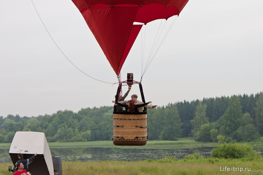 Для молодоженов специальный воздушный шар в виде сердца