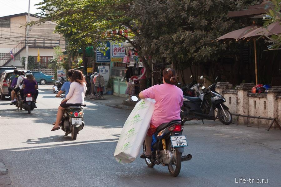 Тайцы на байках