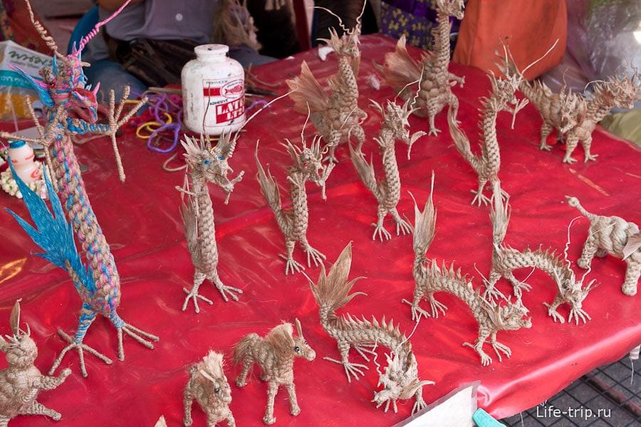 Веревочные дракончики на рынке