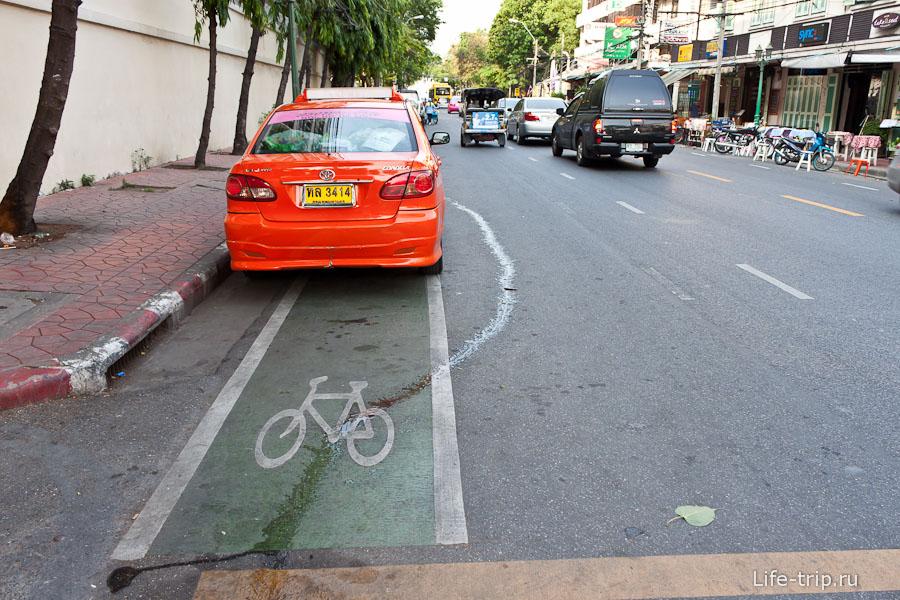 В Бангкоке есть даже велодорожки