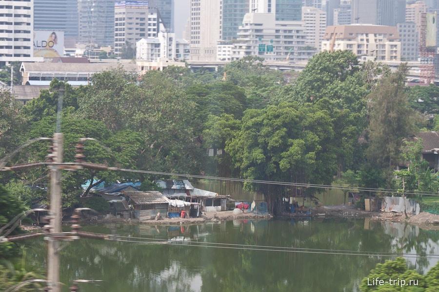 А рядом большие и современные здания