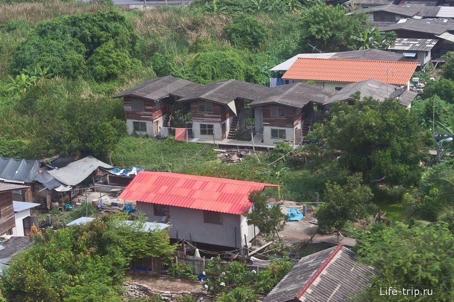 Простенькие домики на окраине Бангкока