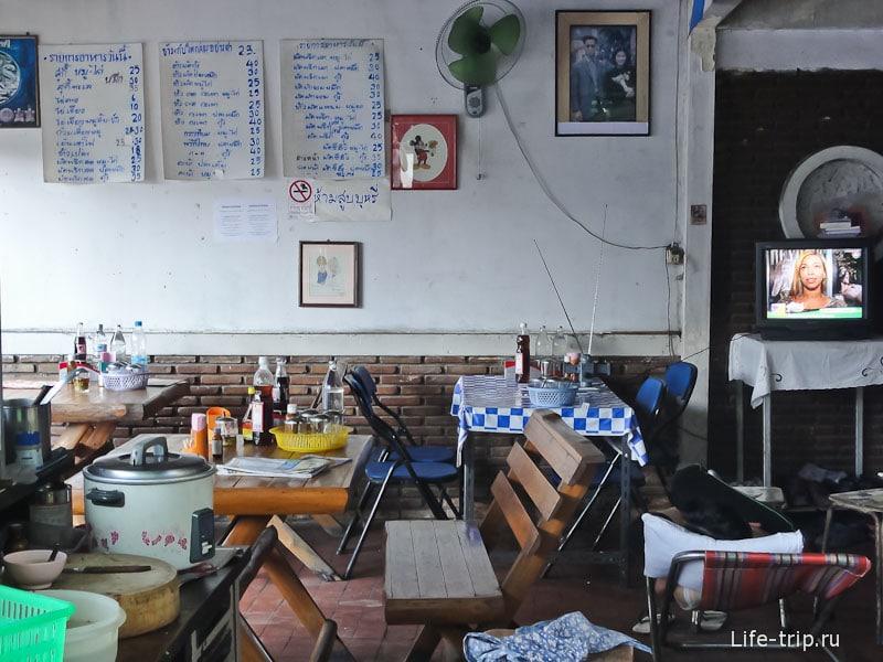 Простое тайское кафе в Чианг Май