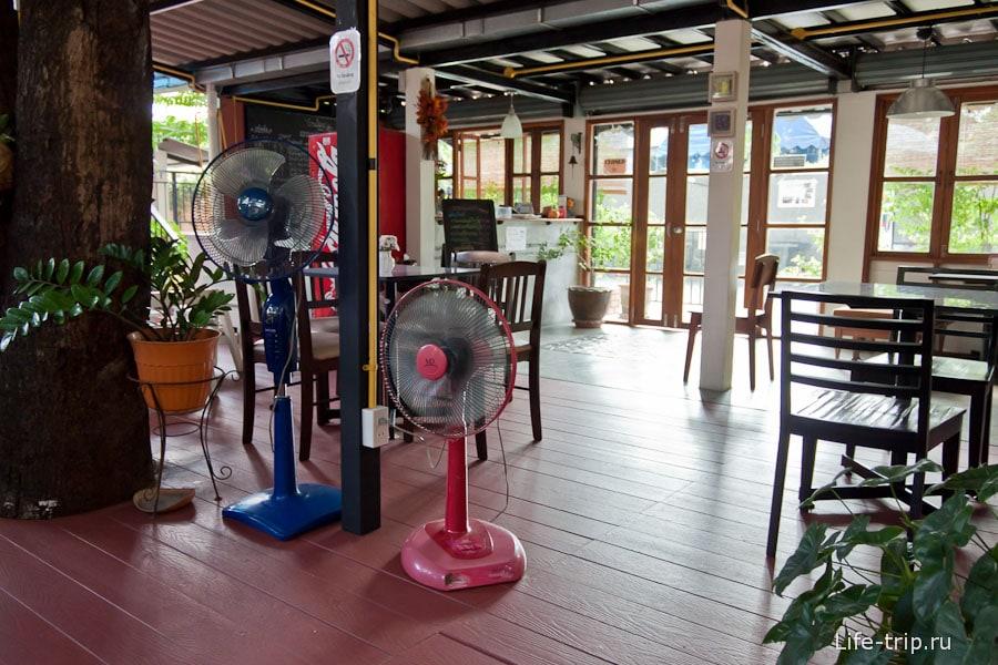 Цивильное кафе в Чианг Май
