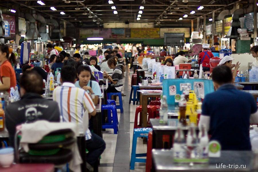 Тайский фудкорт на рынке