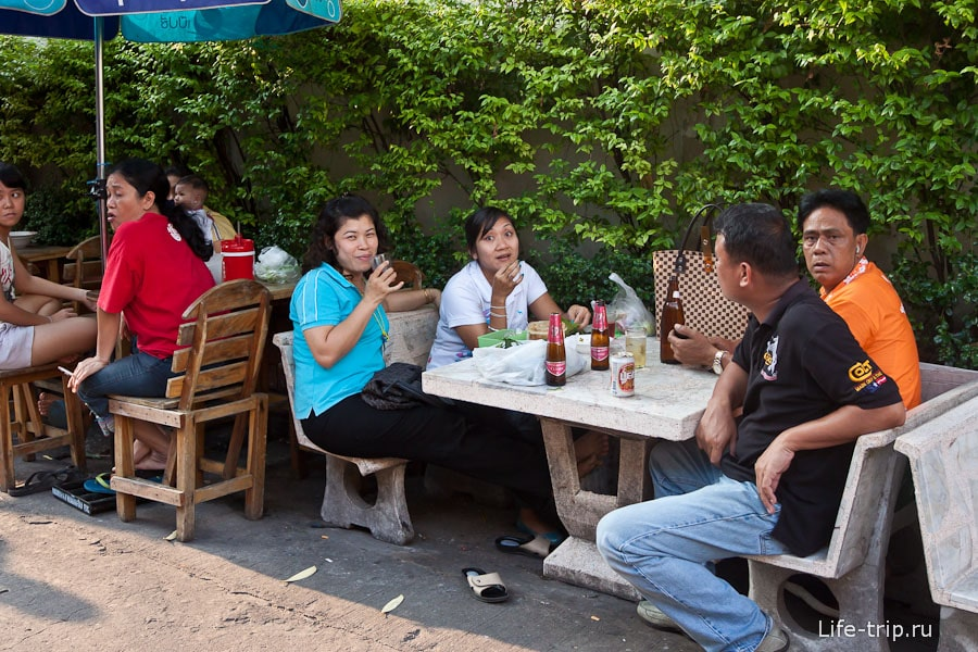 Кафе в закоулке Бангкока
