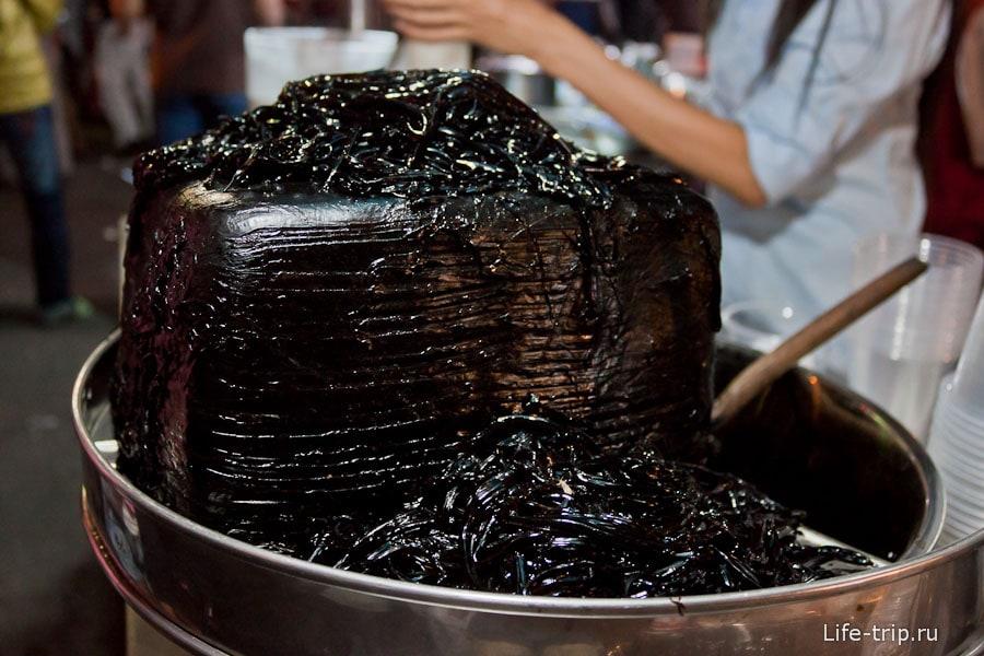 Черная штука, которую добавляют в коктейли, на вкус так себе