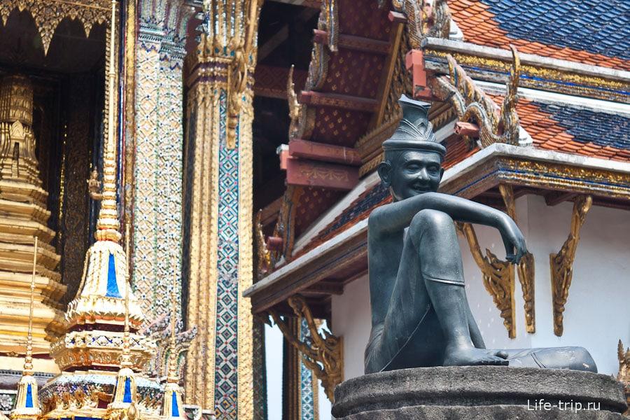 Рядом с храмом Изумрудного Будды