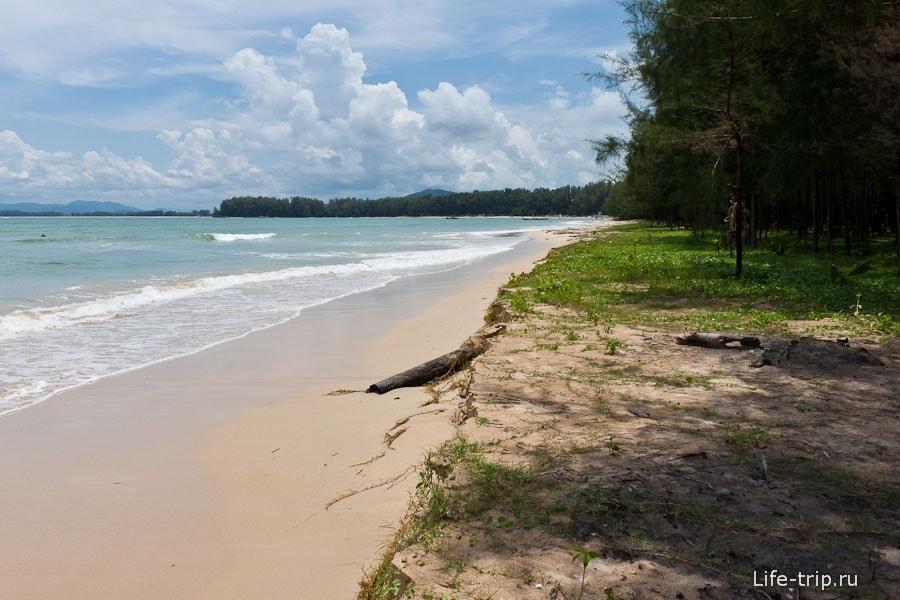 Безлюдный Nai Yang Beach