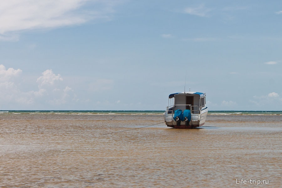 Отлив на пляже Nai Yang Beach