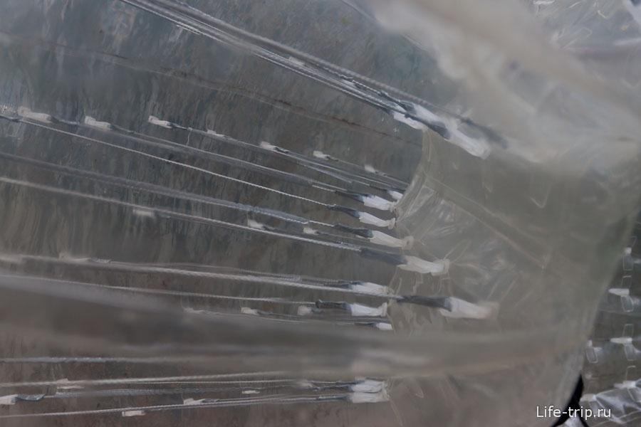 Металлические троссы между сферами