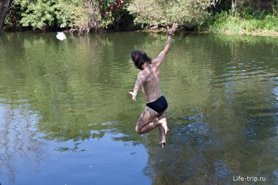 Прыгаем в реку с тарзанки