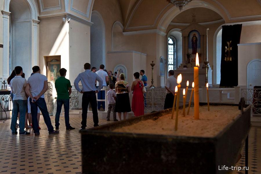 Внутри армянской церкви Сурб-Хач